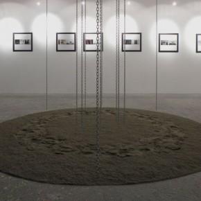Artsiom Parchynski, Senza titolo, 2012, sabbia e catene in acciaio, particolare