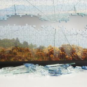 """56°03'57.6""""N 4°49'01.2""""W, puzzle, vetro, 50x80x5 cm , 2014, dettaglio"""